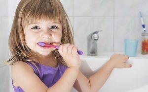 למה חשוב להקפיד על שגרת צחצוח שיניים נכונה